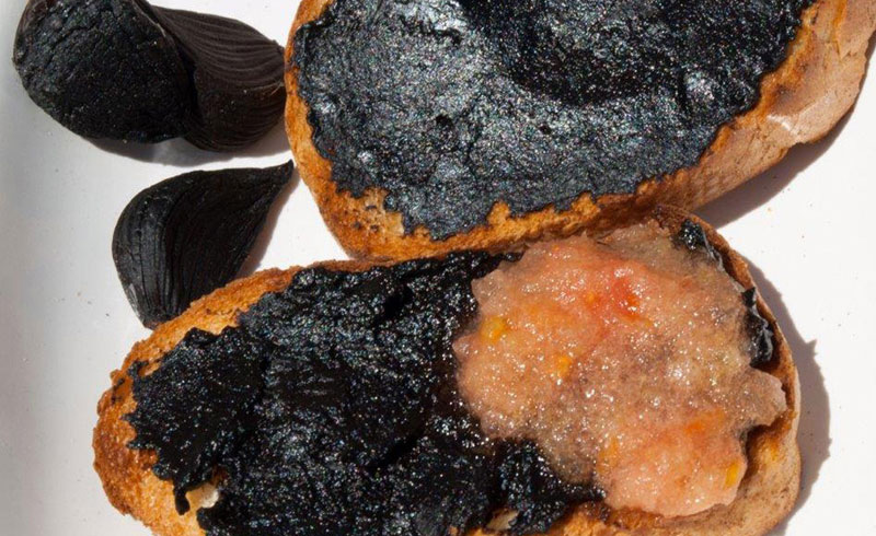 Tostadas de ajo negro Black Garlic King